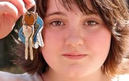 teen with keys